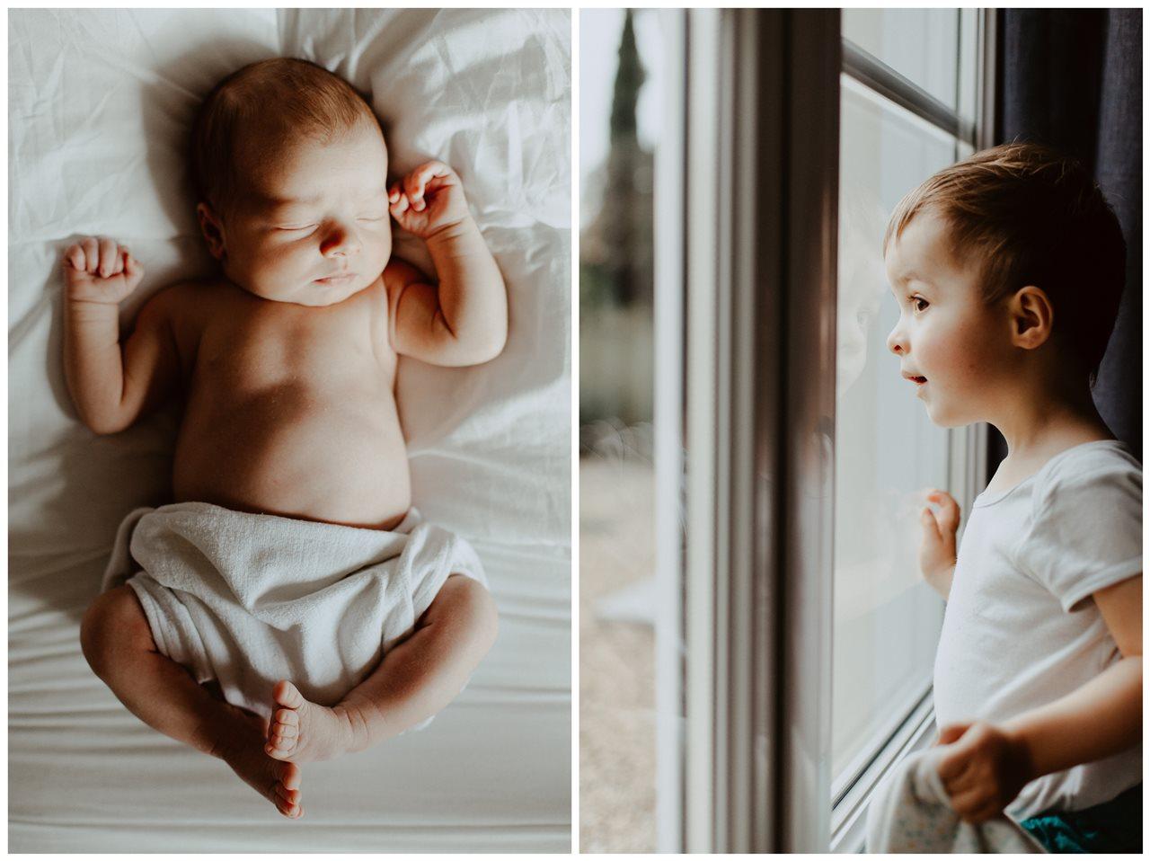 séance nouveau-né lifestyle portrait bébé lit et petit garçon fenêtre