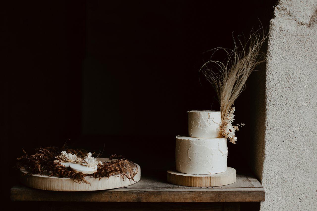 mariage bohème gâteau et sablés nude fleuris Petite Douce