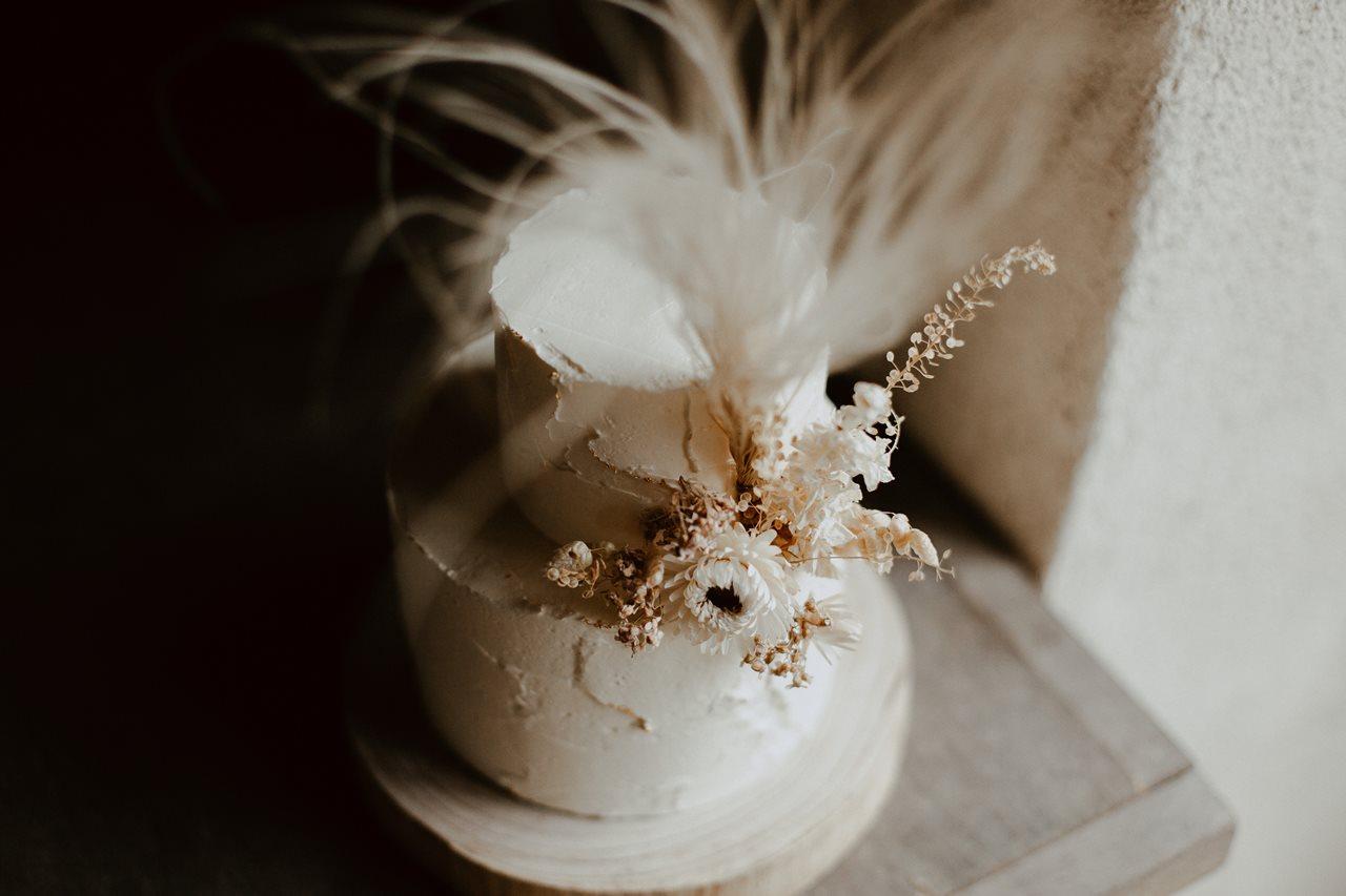 mariage bohème détails gâteau nude fleuris Petite Douce