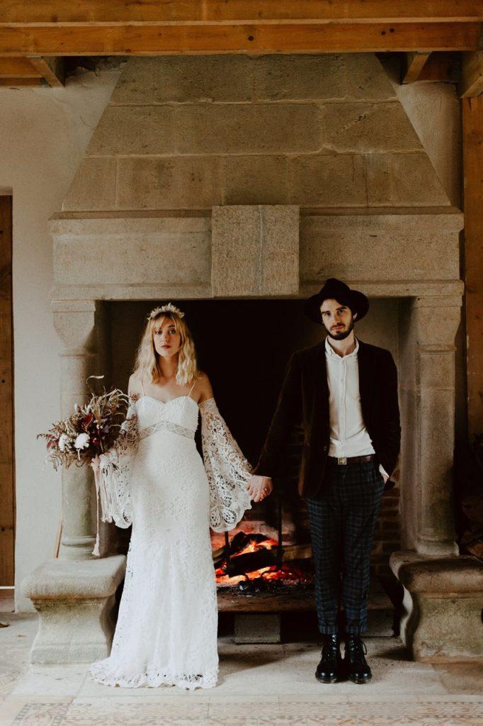 mariage bohème portrait mariés folk cheminé