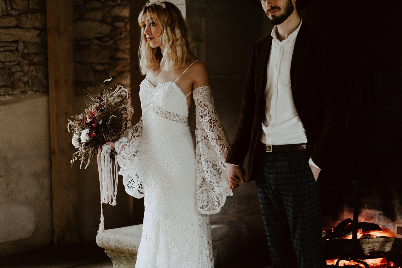 mariage bohème portrait mariés cheminé