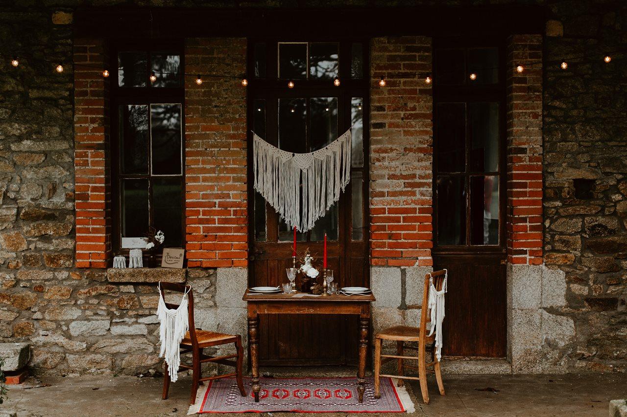 mariage bohème décoration table extérieur guirlande lumière macramé