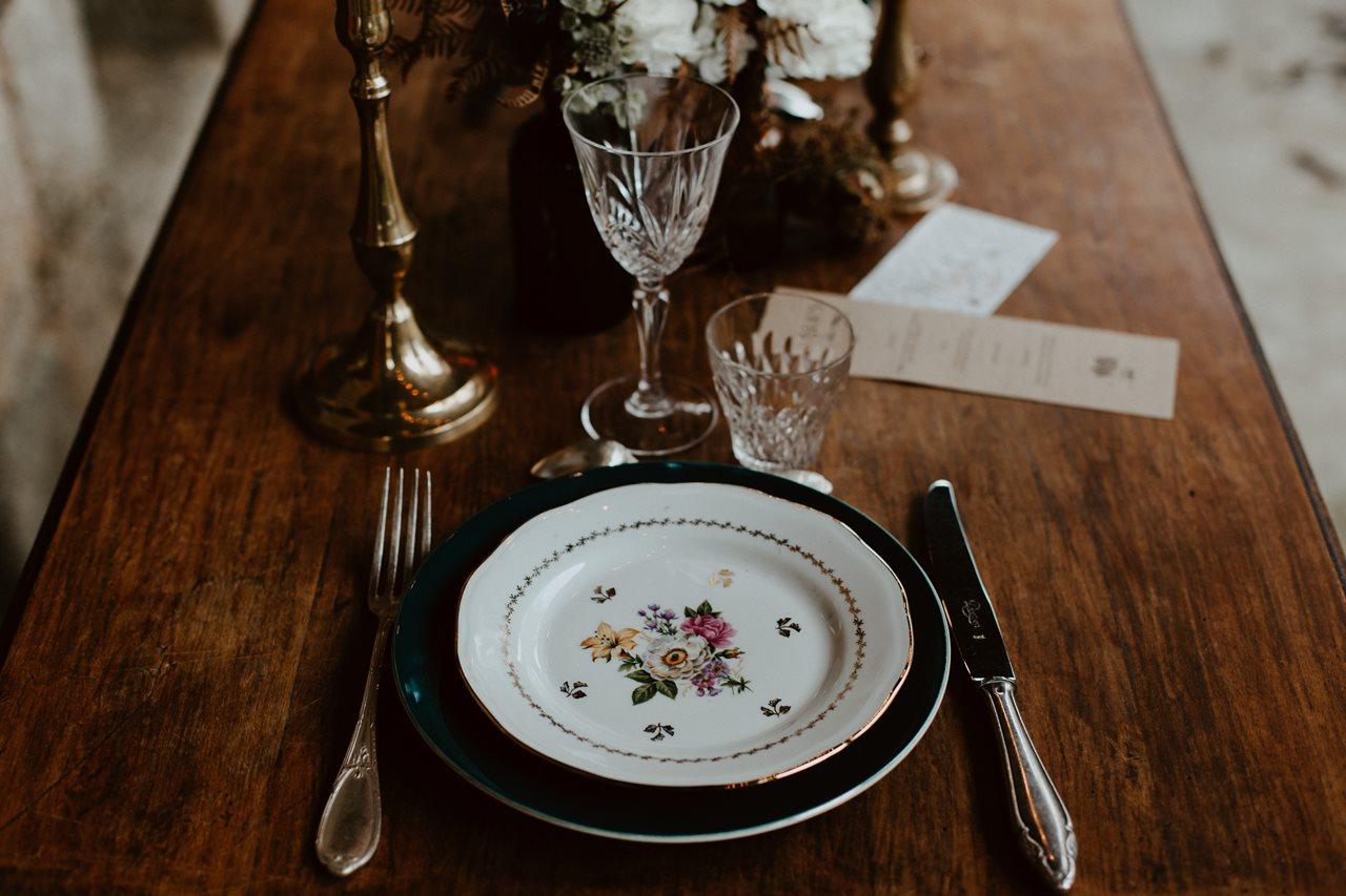 mariage bohème décoration table vaisselle vintage