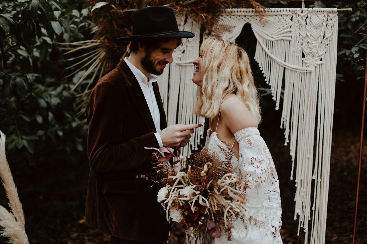 mariage bohème cérémonie laïque échanges des voeux rires