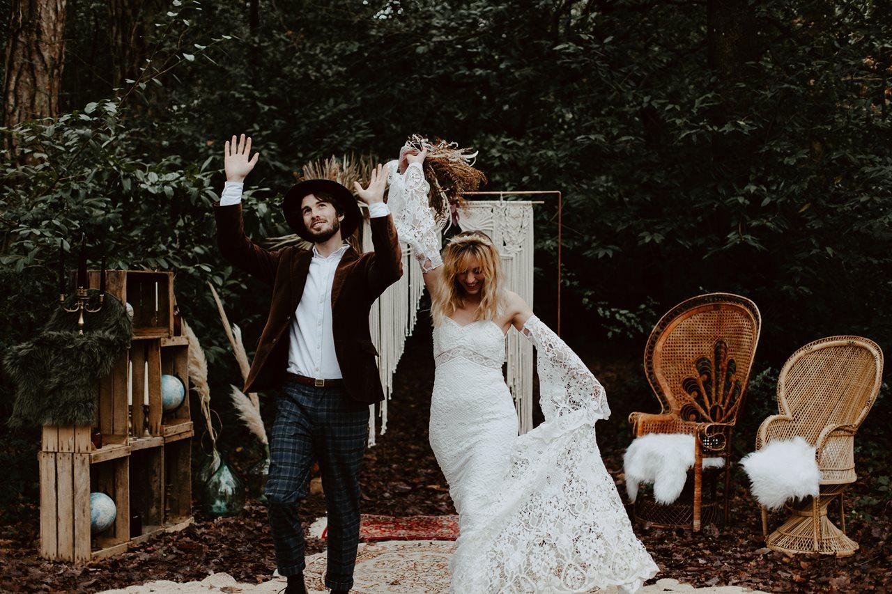 mariage bohème cérémonie laïque portrait mariés sortie