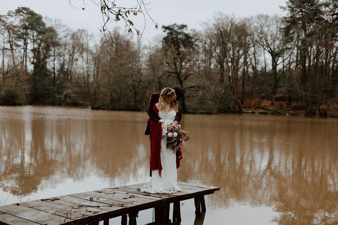 mariage folk portrait mariés ponton lac