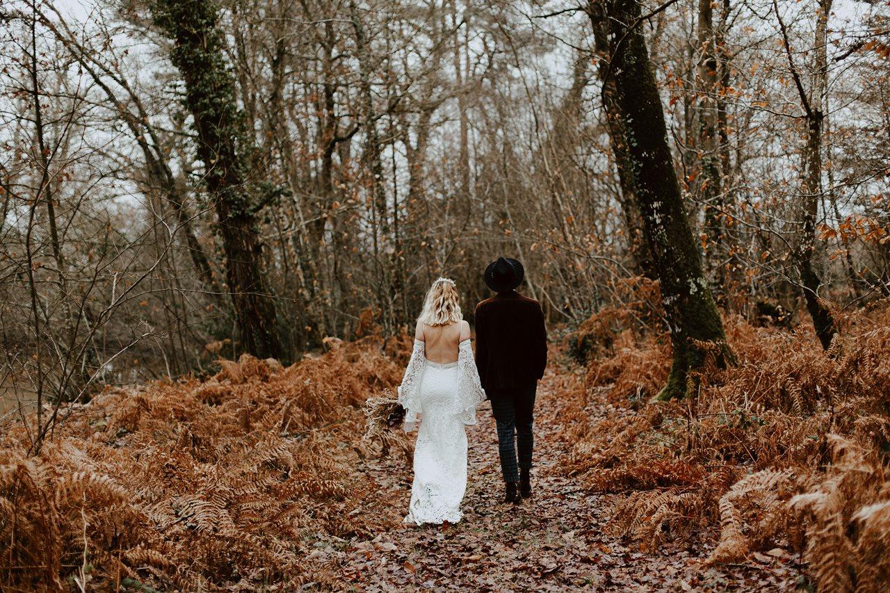 mariage folk marche mariés dos fougères