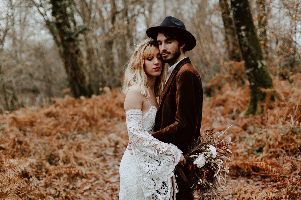 mariage bohème photo couple forêt portrait mariés fougères