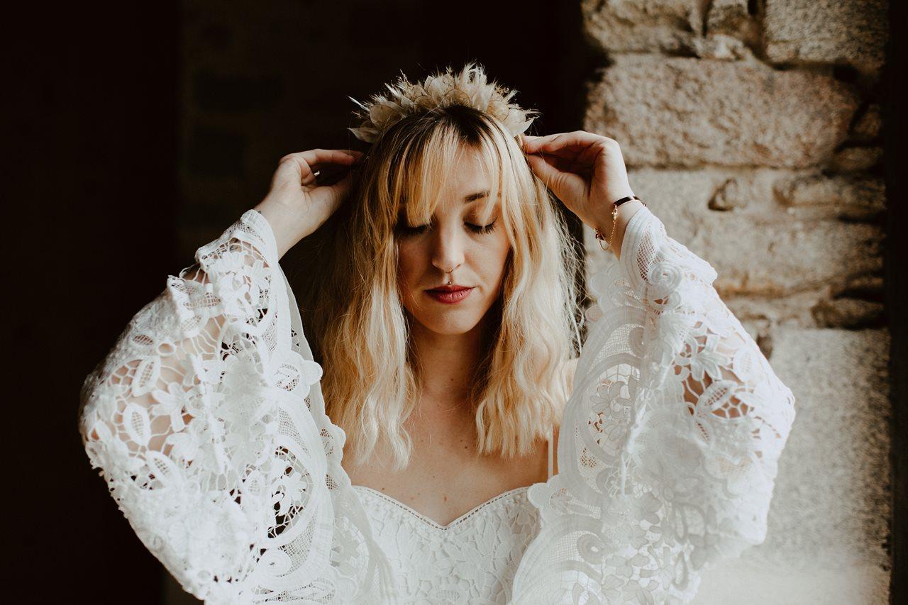 mariage bohème préparatio mariée diadème Folie Douce Flower détail robe dentelle Kamelion