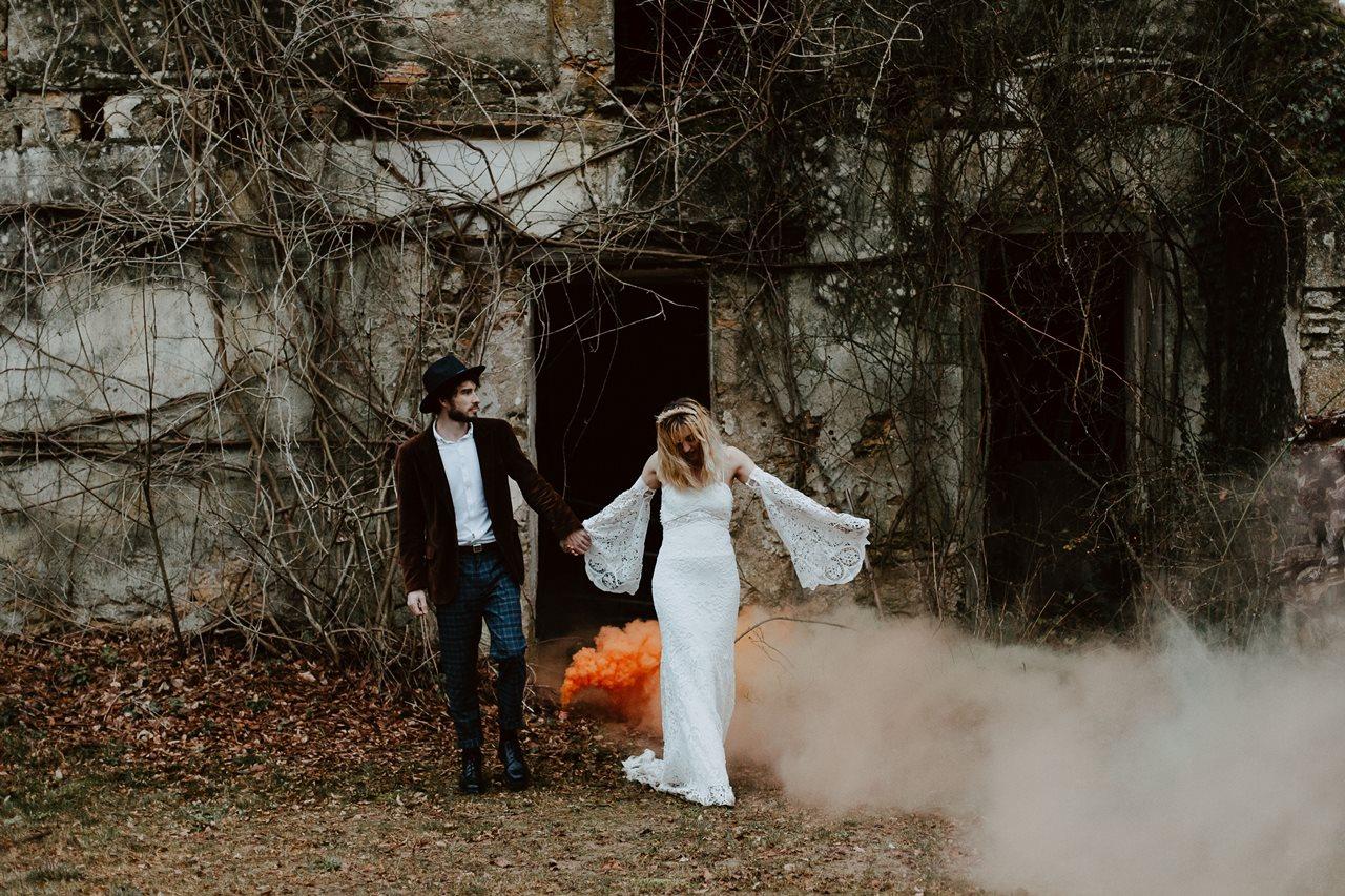 mariage bohème forêt portrait mariés fumigènes