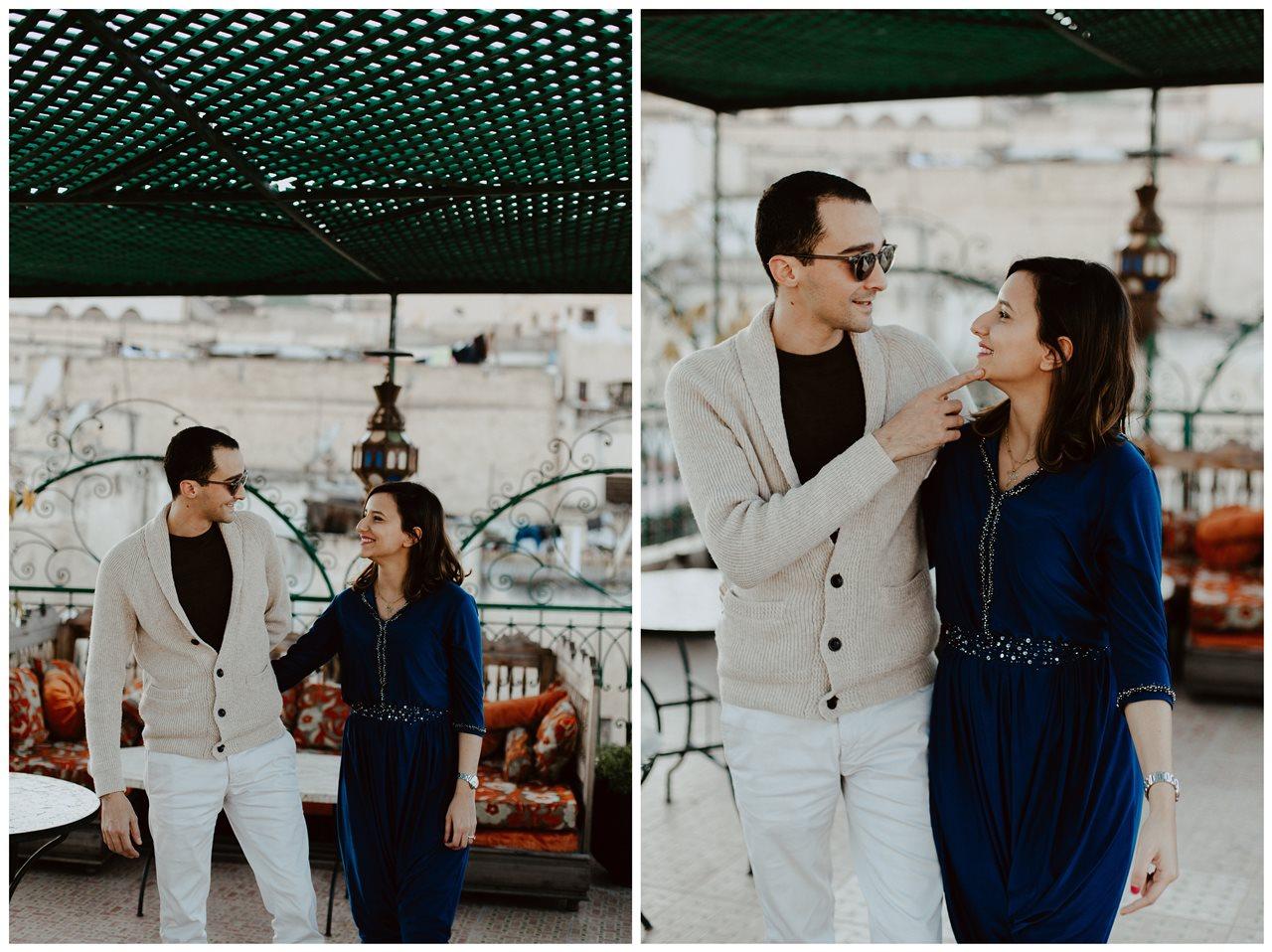 séance couple maroc fès complicité regards mariés terasse