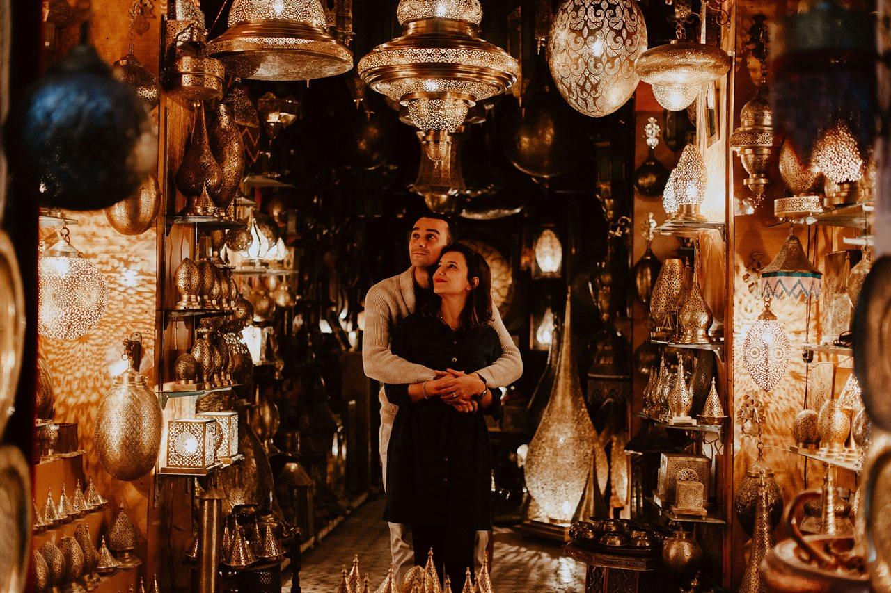 séance couple maroc fès calin magasin lampes
