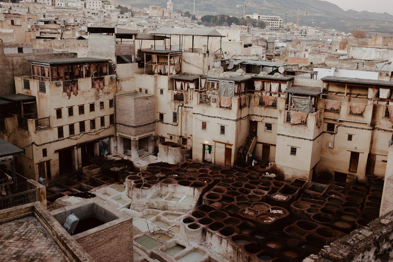 photo vue d'une tannerie de fès au maroc