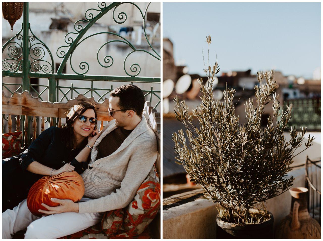 séance couple maroc fès mariés canapé terasse plante olivier