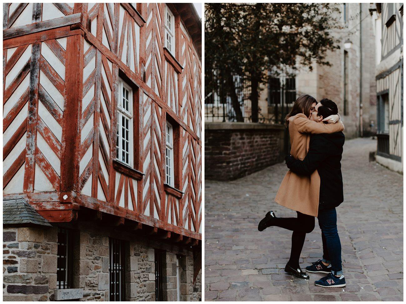 seance engagement couple bisous et détail maison en colombage Rennes