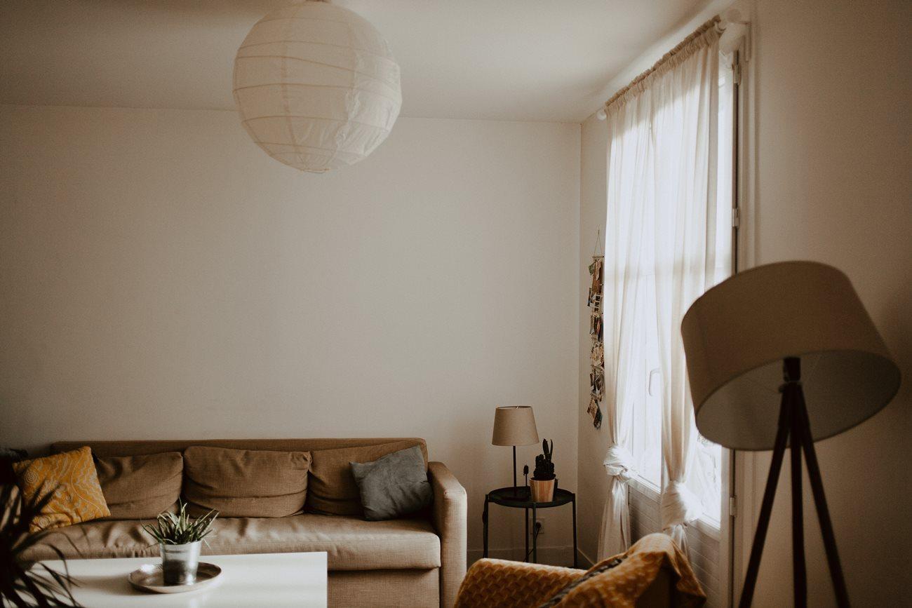séance portrait femme intimiste intérieur salon appartement