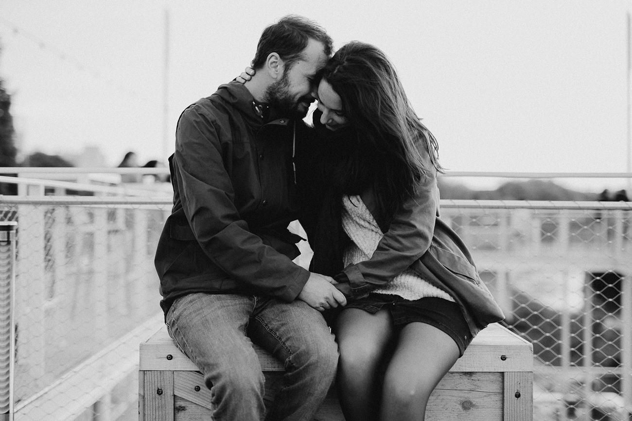 photo guinguette Belvédère Nantes calin amoureux toît noir et blanc
