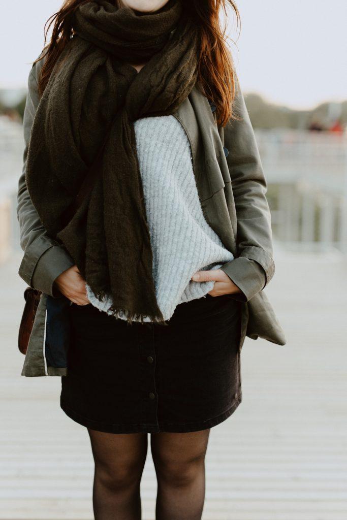 Nantes portrait femme toît guinguette détail tenue
