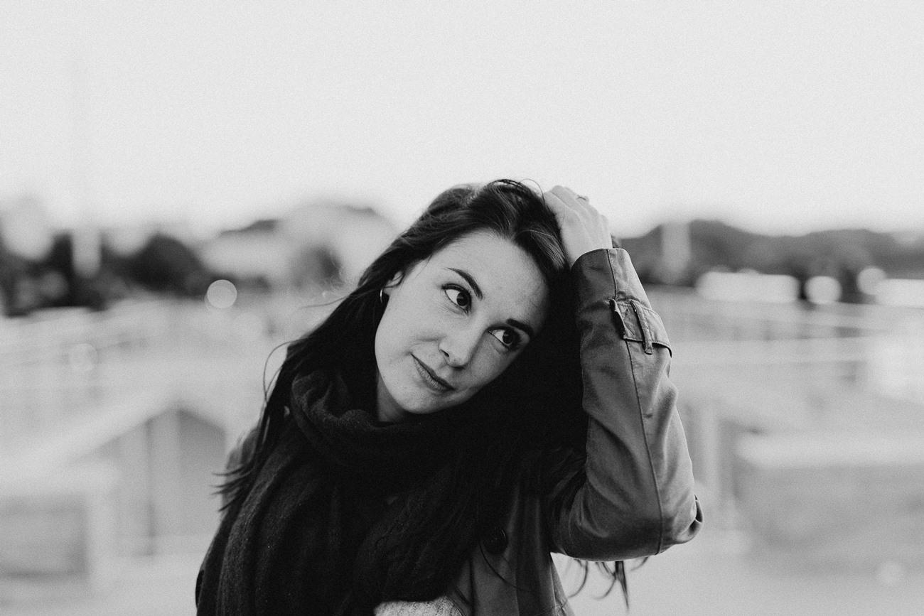 Nantes portrait femme toît guinguette noir et blanc