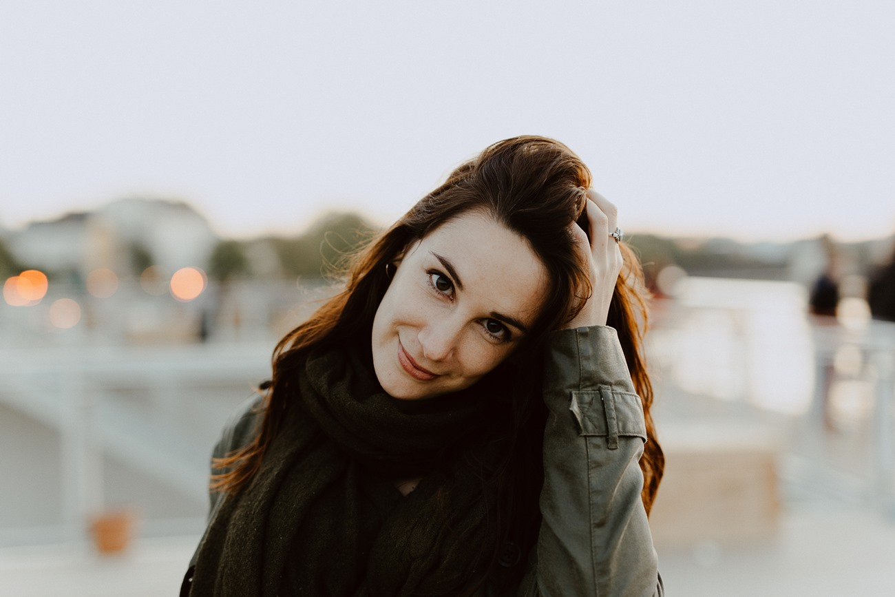 Nantes portrait femme toît guinguette