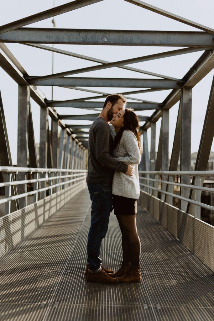 séance photo couple Nantes pont métallique