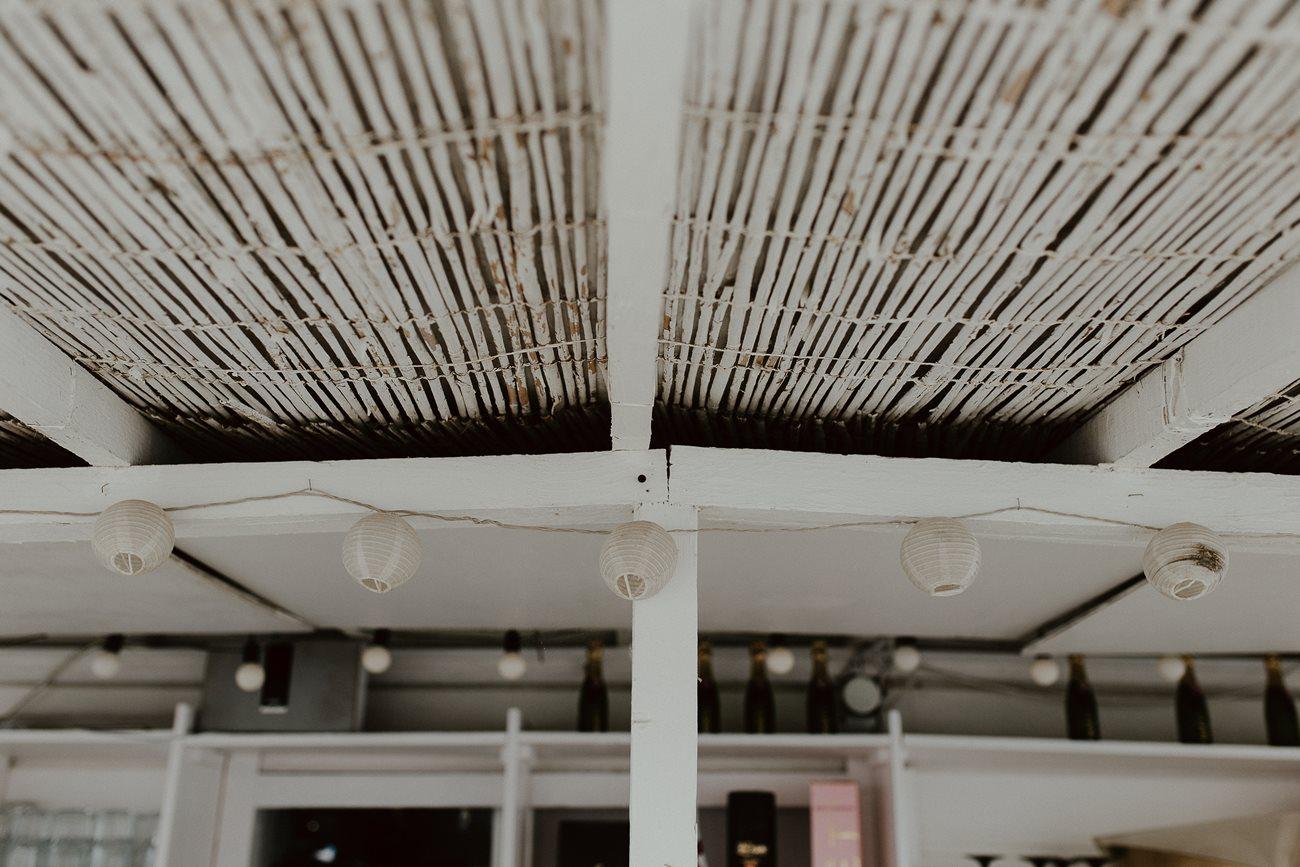 Décoration guirlande restaurant les Bains du Nau