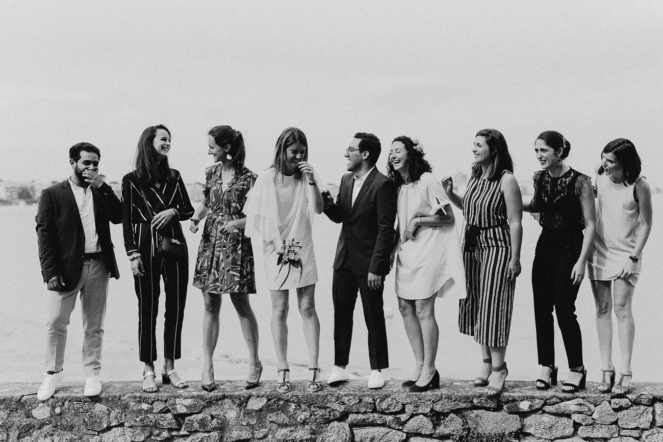 Photo groupe amis rires mariage Loire-Atlantique