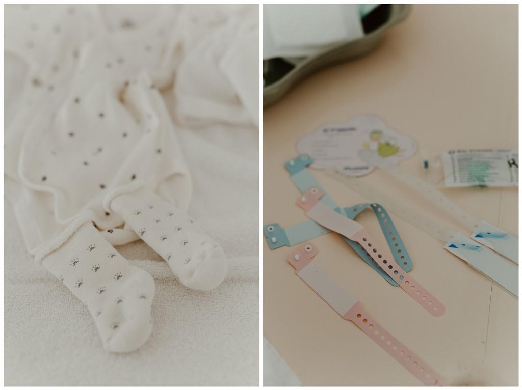 Reportage photo naissance vêtements nouveau-né bracelets naissance