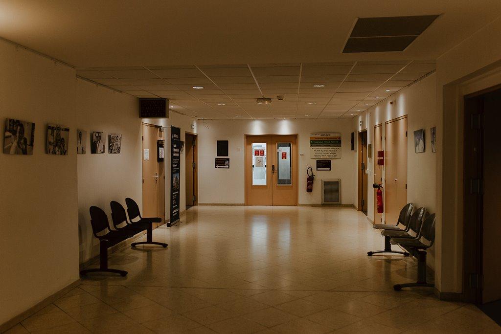 Reportage photo naissance couloir gynécologie maternité polyclinique de l'Atlantique Nantes