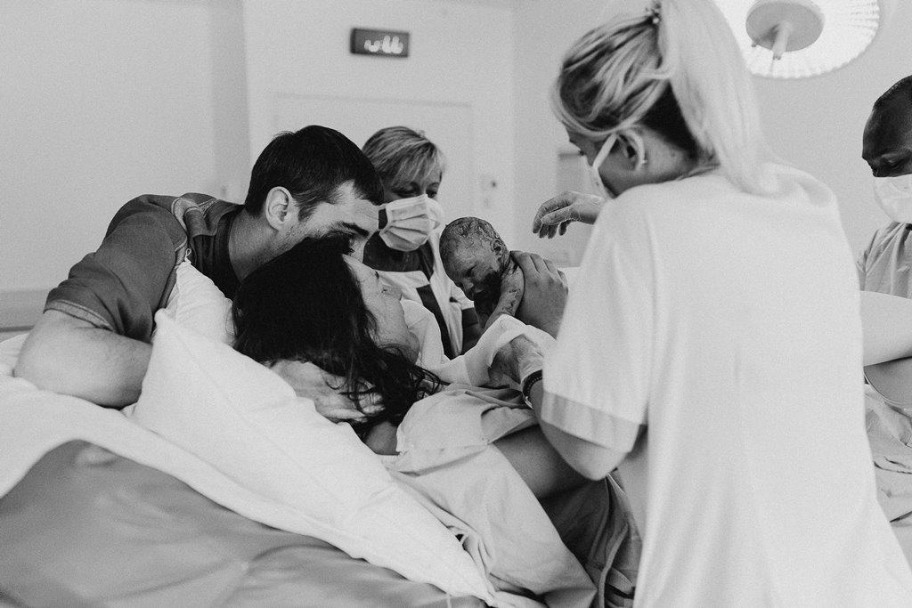 Reportage photo accouchement naissance nouveau-né