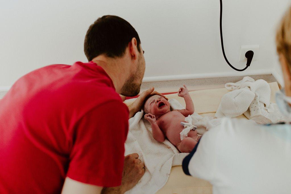 Reportage photo accouchement rencontre papa nouveau-né