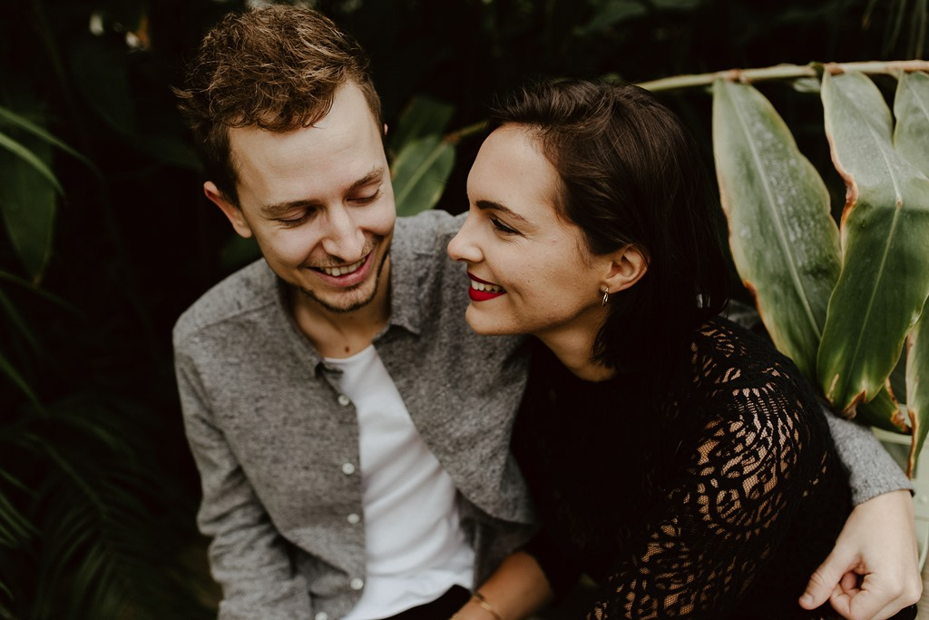 séance engagement Nantes couple complicité serre jardin des plantes