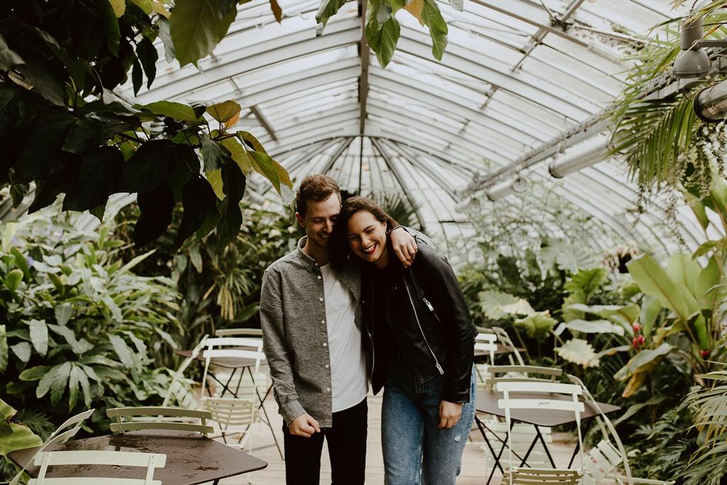 séance couple ambiance botanique futurs mariés serre jardin des plantes Nantes