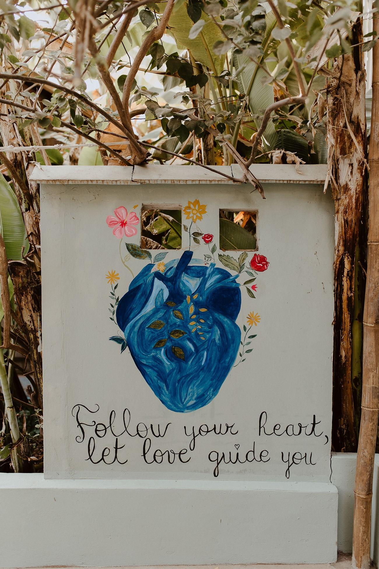 Dessin mur phrase Blue Indigo yoa center