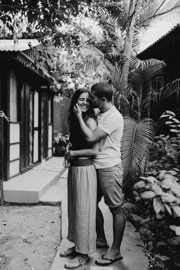 séance couple bisou noir et blanc cmabodge cottage