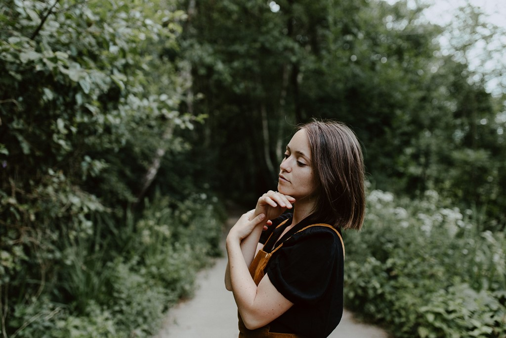 séance photo portrait femme lifestyle nature mains
