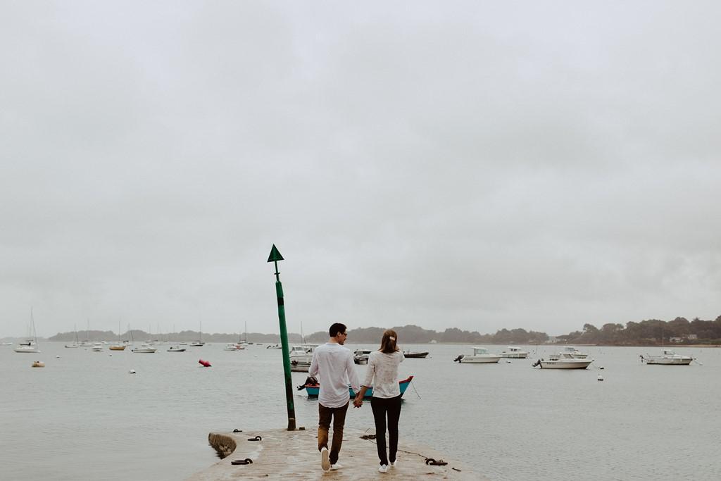 photo couple jetée port breton mer bateaux amoureux