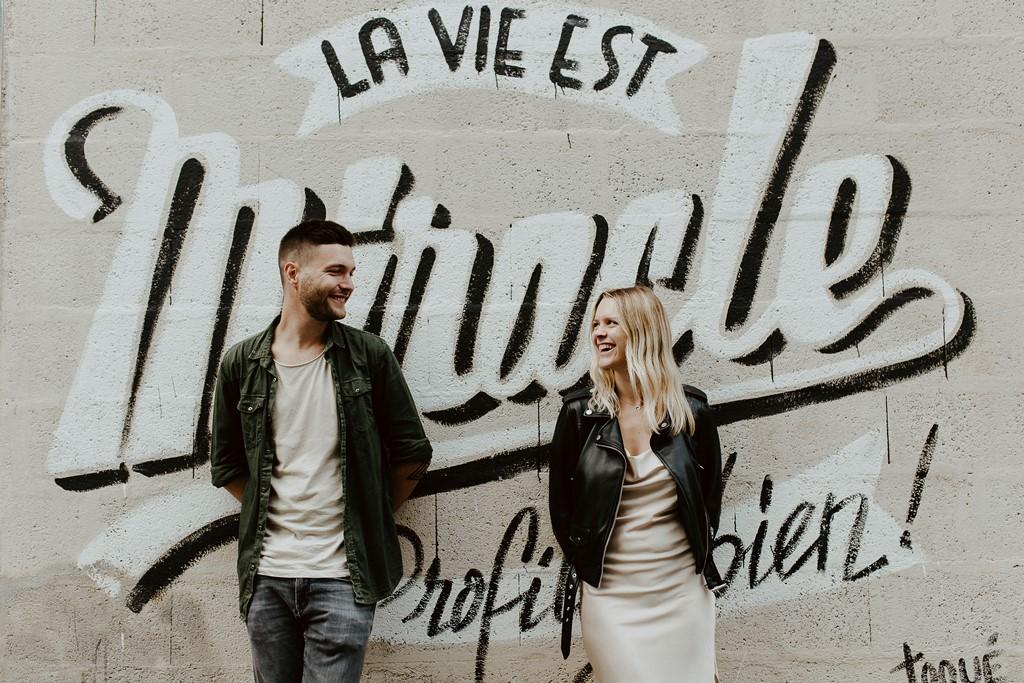 Photo couple tag rue de Nantes regards complices