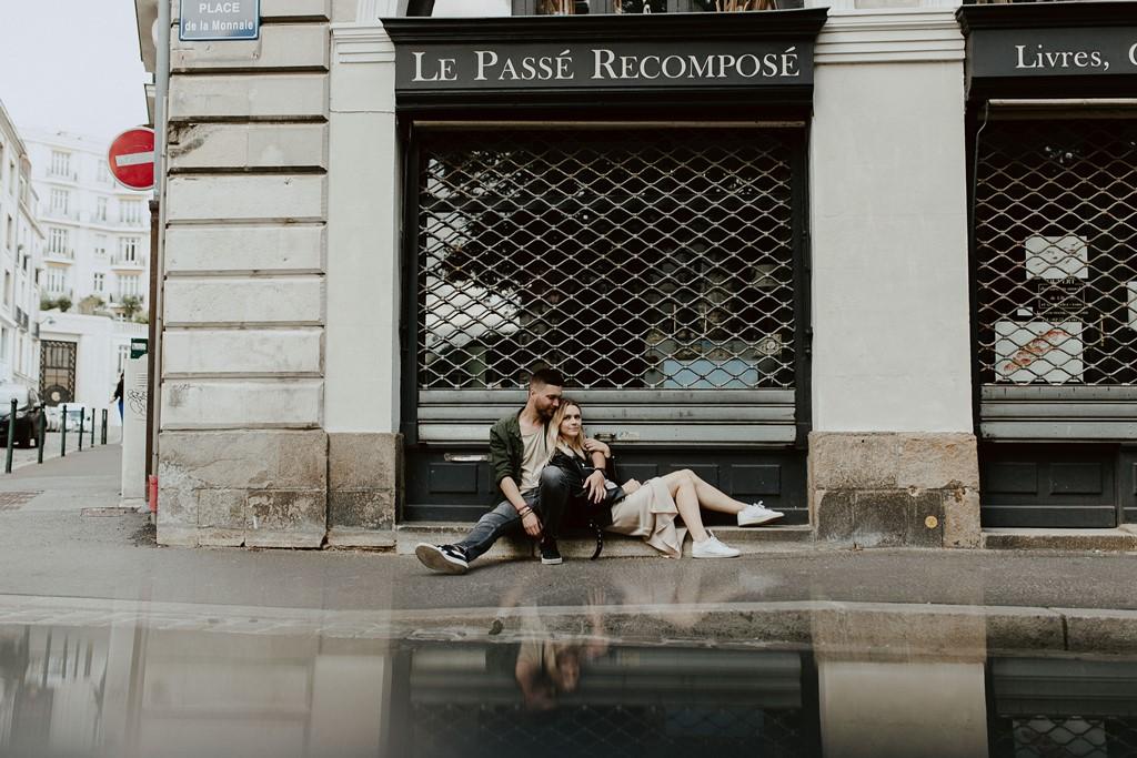 Photo couple assis rue Nantes