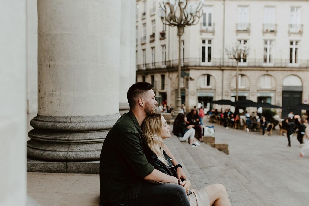 séance couple place Graslin Nantes calîn marches