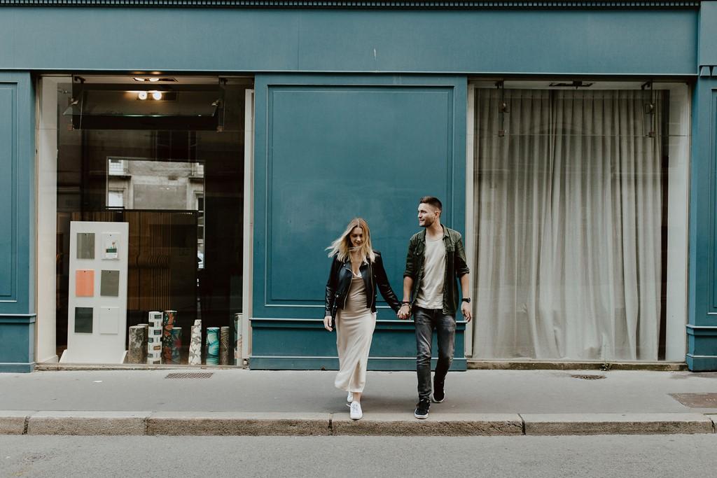 balade couple Nantes main dans la main lifestyle